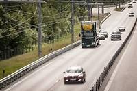 Avant d'en arriver à une autoroute totalement sûre avec, par exemple, cet axe expérimental à catenaire, il faudra éduquer les conducteurs.  ©Niklas Larsson