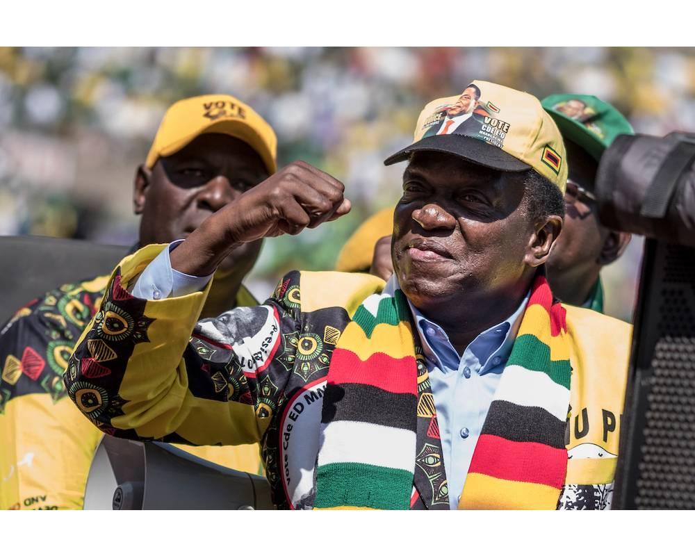 Le président sortant et candidat  Emmerson Mnangagwa ,ou son successeur, aura fort à faire après la scrutin de ce 30 juillet 2018.   ©  MARCO LONGARI / AFP