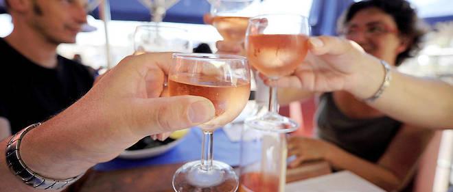 Les chercheurs notent que les buveurs modérés consommaient en plus grande proportion du vin, tandis que les grands buveurs étaient plus portés sur la bière.