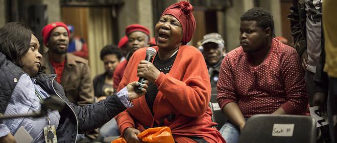 En Afrique du Sud, l'immense majorité des fermes sont encore la propriété des Blancs et l'immense majorité des ouvriers agricoles sont encore africains.