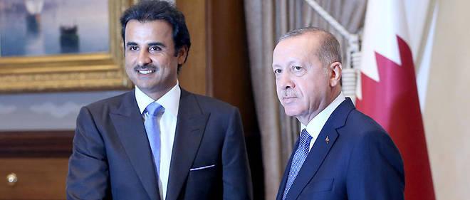 Le président turc Recep Tayyip Erdogan recevant l'émir du Qatar Cheikh Tamim ben Hamad al-Thani dans son palais présidentiel d'Ankara, le 15 août 2018.