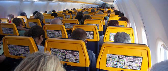nouveau style 6d375 873ff Ryanair : les valises à roulettes en cabine vont devenir ...