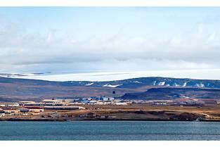 Groenland, côte ouest, baie de North Star, la base aérienne américaine de Thulé est la base la plus septentrionale de l'USAF,  à 1 500 kilomètres du pôle nord.