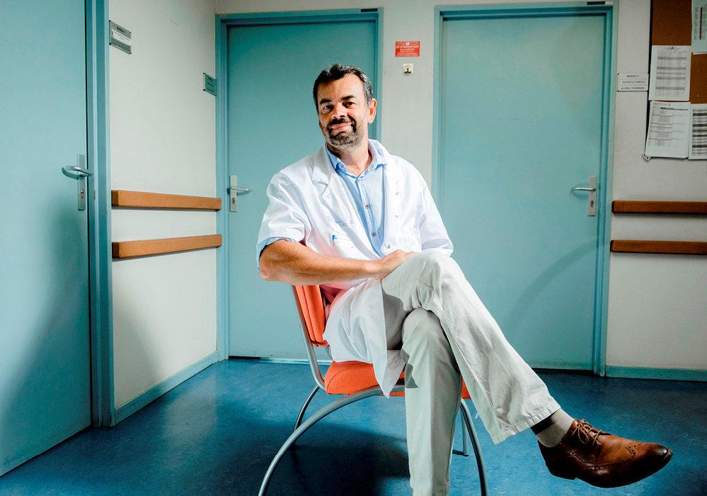 Praticien. Le psychiatre Antoine Pelissolo, qui a publié «Dépression: s'enfermer ou s'en sortir» (LeMuscadier), préconise le cas par cas.