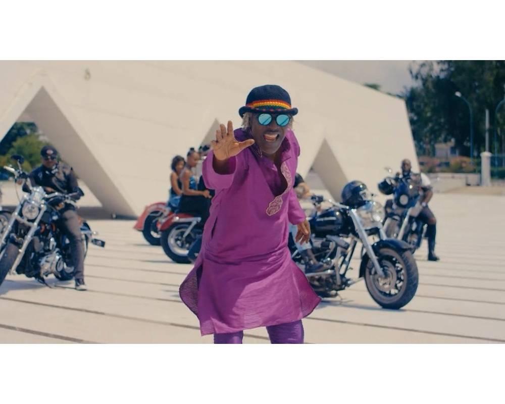 Alpha Blondy dans le clip de «Whole Lotta Love» de son dernier album «Human Race». ©  DR