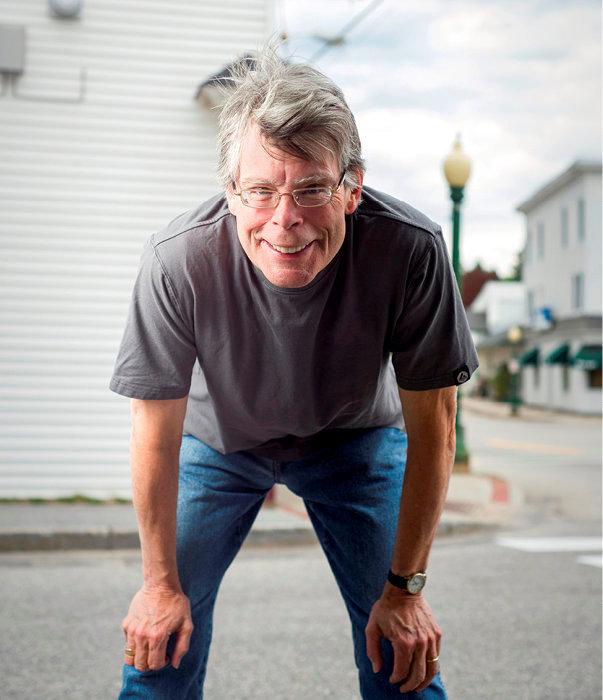 Hypertrophie. Stephen King à Bridgton (Maine), ville où l'écrivain vécut et qui sert de décor à «Dôme» (2009).