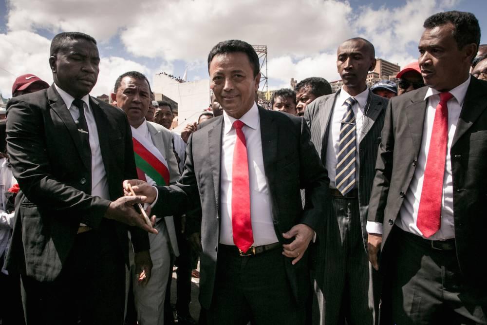 PDG d'un grand groupe agroalimentaire, Marc Ravalomanana, 68 ans, a dirigé le pays de 2002 à 2009. Il a alors été contraint à la démission par un coup de force de l'armée après de violentes manifestations de rue inspirées par le maire d'alors de la capitale, Andry Rajoelina. ©  AFP / Rijasolo