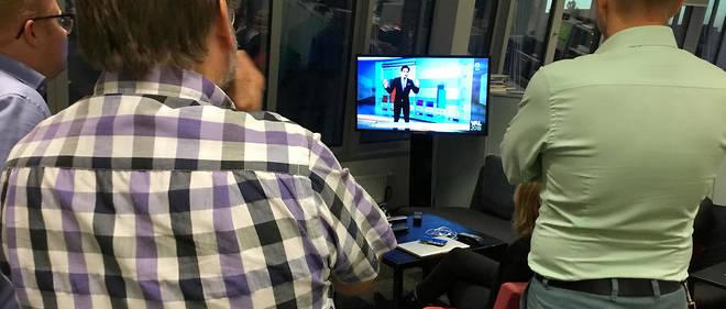 Les journalistes du service politique d'« Aftonbladet » regardent les résultats des élections législatives.