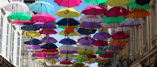 Des Parapluies Colores Pour Redynamiser Les Centres Villes