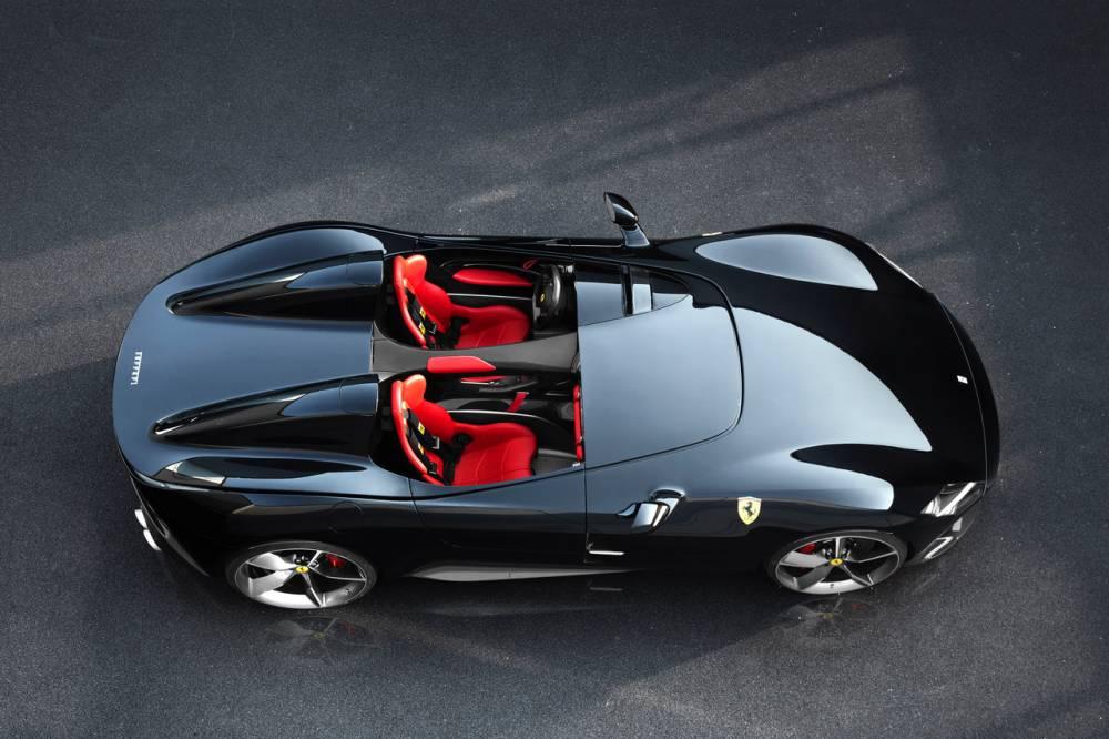 Les Ferrari SP1 et SP2 s'inspirent de barquettes de course, notamment la 125 S ©  Ferrari