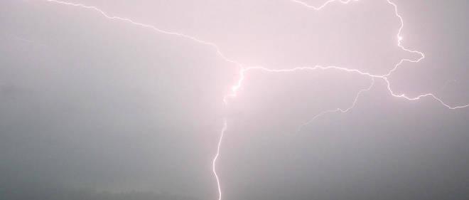 Des milliers d'orages qui sévissent chaque jour, nous ne connaissons en général que la partie la plus facilement observable depuis la Terre : les éclairs et le tonnerre.