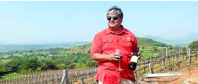 Ravi Viswanathan au milieu des vignes de Grover Zampa, dans la vallée de Nashik, principale région viticole de l'Inde, fin septembre 2015.