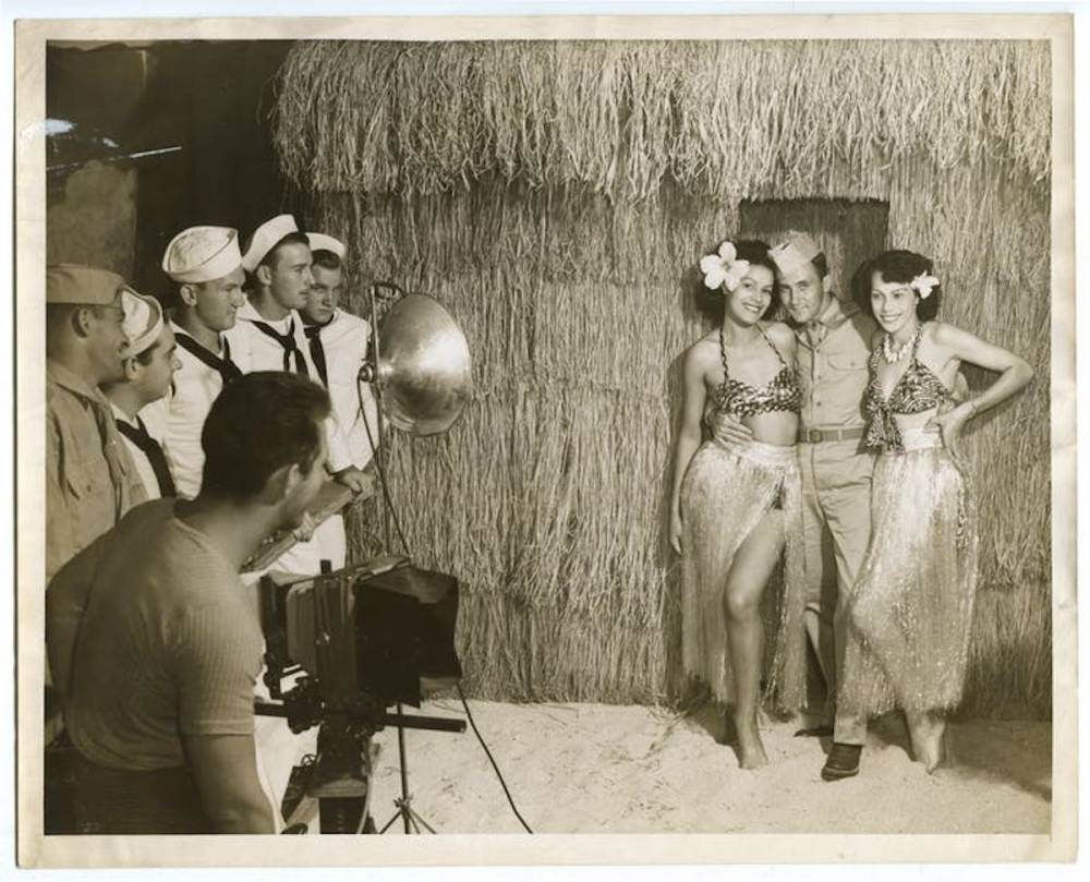 Hula Girls, Hawaï, photographie de studio, tirage argentique, 1943.  ©  Sexe, race et colonies