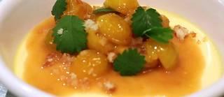 Jean-François Piège vous donne cette semaine ses secrets pour réaliser sa crème aux oeufs à la bergamote et aux mirabelles.