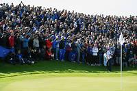 La foule se masse autour des greens durant la Ryder Cup, au Golf national.  ©PHILIPPE MILLEREAU
