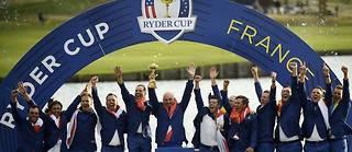 La joie de l'équipe européenne lors de la première Ryder Cup de golf organisée en France, dans les Yvelines.  ©ERIC FEFERBERG