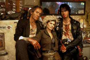 Lance Henriksen, Jenny Wright et Bill Paxton dans Near Dark (1987).