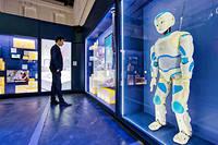 Romeo, le robot conçu par Softbank Robotics, présenté à l'exposition «Humain demain»,   le 17 mars 2018, au centre culturel Quai-des-Savoirs de Toulouse.  ©Sébastien ORTOLA/RÉA