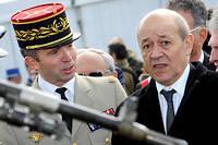 Le général Christophe Gomart, chef de la Direction du renseignement militaire) de 2013 à 2017, ici avec le ministre de la Défense d'alors, Jean-Yves Le Drian.