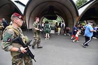 Des soldats de l'opération Sentinelle patrouillent dans le sanctuaire de Lourdes le 14 août 2018.