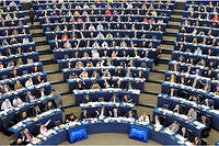 Actuellement, les populistes de droite sont éclatés entre au moins quatre groupes parlementaires différents à Strasbourg.