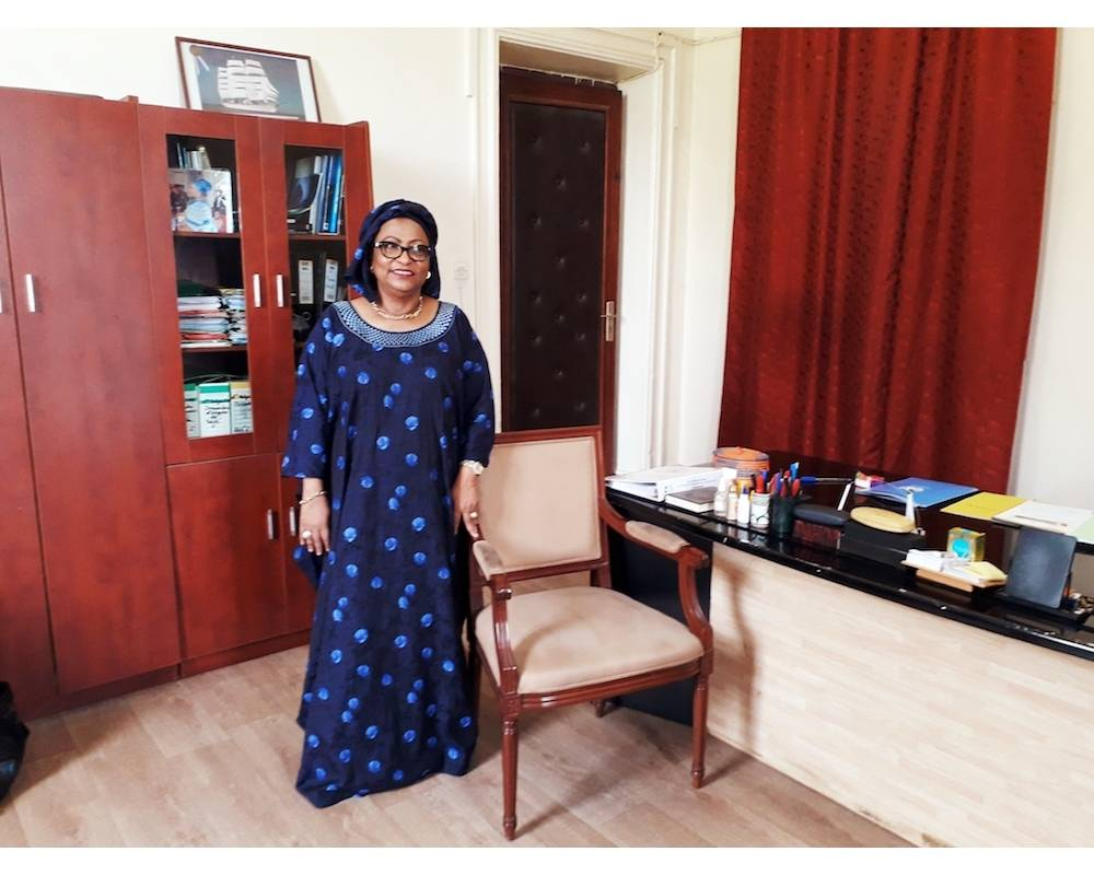 Soham El Wardini dans son bureau de la mairie de Dakar. ©  Manon Laplace