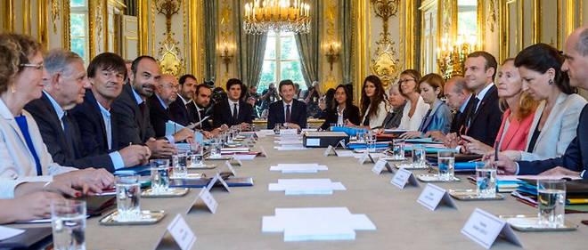 L'ensemble du monde politique s'attendait à ce que le président de la République et le Premier ministre Édouard Philippe annoncent leurs choix avant ce mercredi 10 octobre.