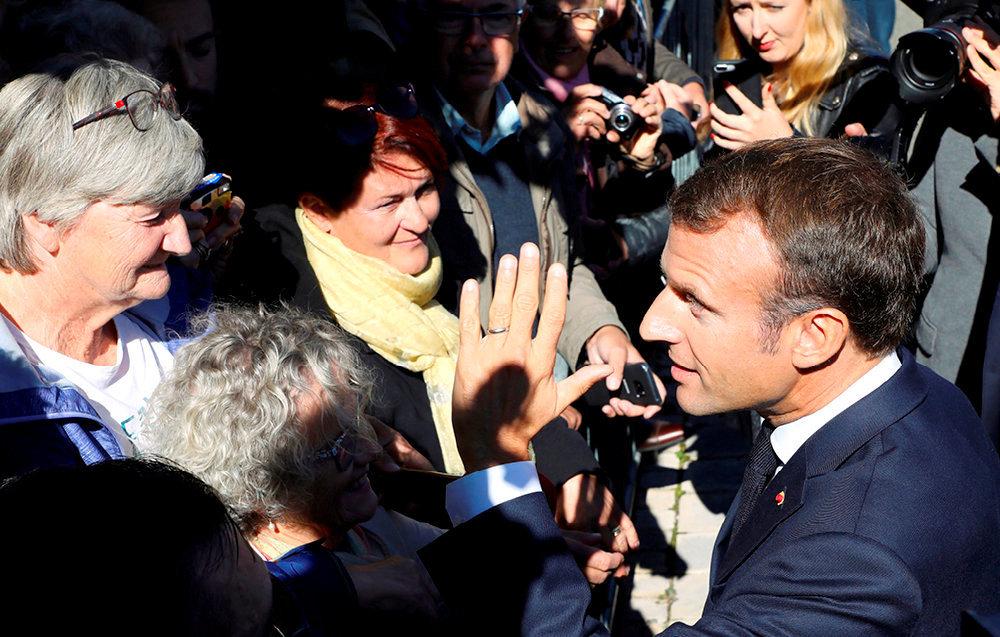 Face-à-face. Emmanuel Macron à Colombey-les-Deux-Eglises, le 4octobre, enjoignant aux retraités de «ne pas se plaindre».