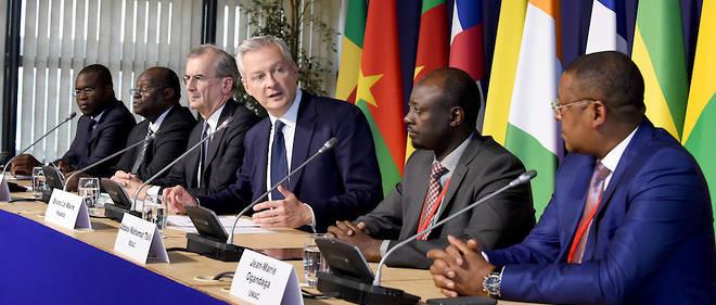 Le ministre français de l'Économie et des Finances, ce 8 octobre 2018, entouré de son homologue du Bénin, Romuald Wadagni, du gouverneur de la BCEAO, Tiemoko Meyliet Koné, du gouverneur de la Banque de France, François Villeroy de Galhau, du gouverneur de la BEAC, Abbas Mahamat Tolli, et du ministre gabonais de l'Économie, Jean-Marie Ogandaga.