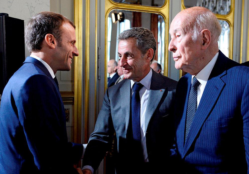 Autorité. Emmanuel Macron s'entretient avec Nicolas Sarkozy et Valéry Giscard d'Estaing, à l'issue de son discours au Conseil constitutionnel, le 4octobre.  En ce jour du 60eanniversaire de la VeRépublique, le président en a profité pour relancer la réforme constitutionnelle.