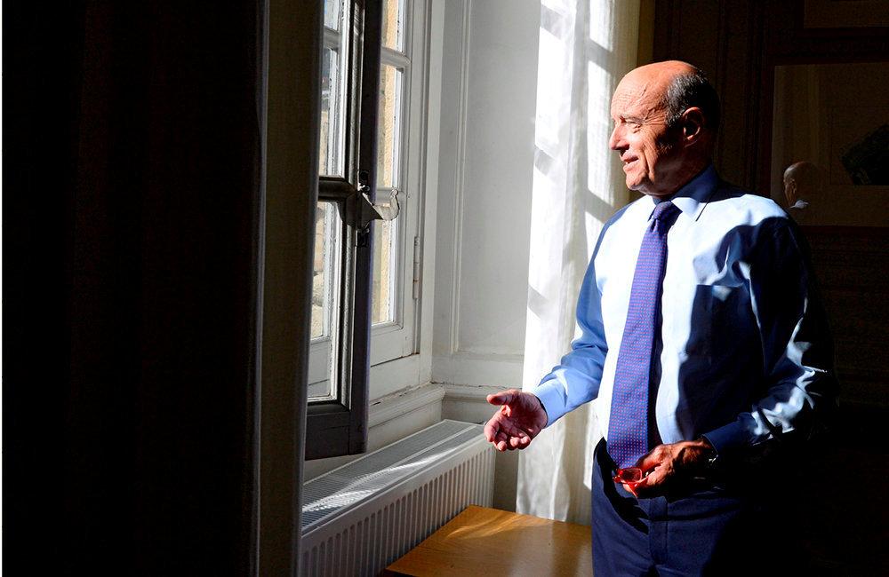 L'ombre et la lumière. Alain Juppé, à la mairie de Bordeaux, le 24septembre.