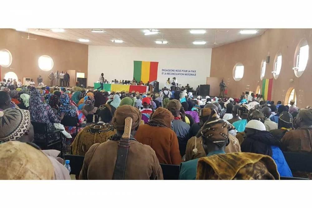 Le Premier ministre malien Soumeylou Boubèye Maïga est venu assister le 2 octobre dernier au dépôt d'armes de groupes Dogon et Peul. ©  Drissa Kanambaye