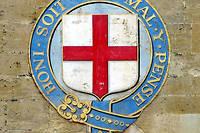 Signe de l'importance de notre langue dans l'Angleterre du XIVe siècle, le blason de l'ordre de la Jarretière, fondé par le roi ÉdouardIII, s'orne d'une devise en français.