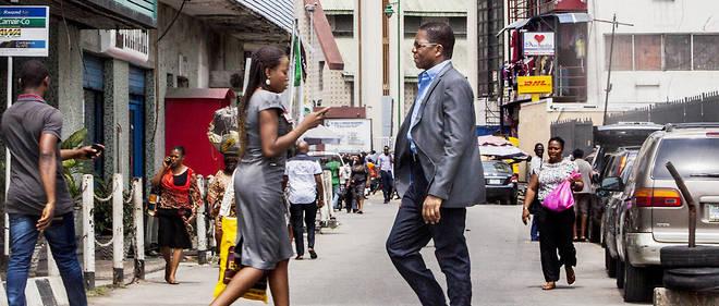 Le destin de l'Afrique se joue désormais fortement dans les villes. Ici, sur Lagos Island, des travailleurs s'affairent.