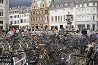 Un parking à vélos à Copenhague, au Danemark.