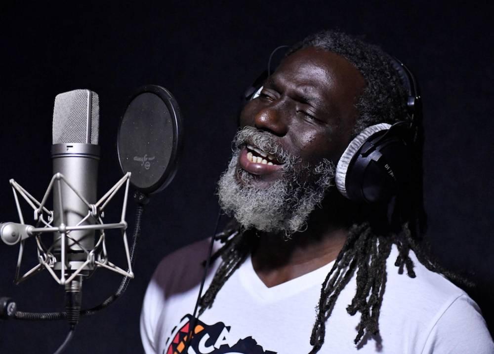 Tiken jah Fakoly dans son studio en septembre 2018.  © ISSOUF SANOGO  ISSOUF SANOGO / AFP