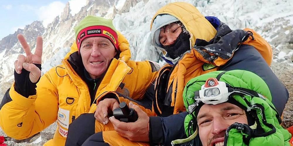 Elisabeth Revol et ses deux sauveurs Denis Urubko et Adam Bielecki ©  DR