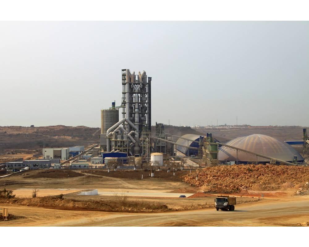 Une usine de ciment en Angola. ©  DR