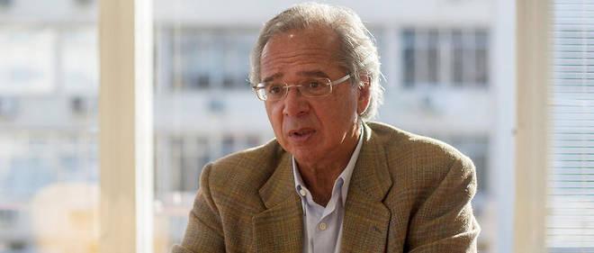 Formé en partie à l'université de Chicago, berceau du libéralisme économique où il a obtenu un doctorat en 1978, Paulo Guedes s'est imprégné des idées de Milton Friedman et de George Stigler.