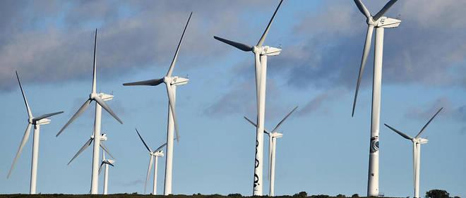 La politique de soutien de l'État français à l'éolien pourrait se traduire, selon les auteurs, par l'implantation de 50000 mâts supplémentaires d'ici à 2050.
