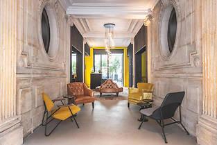 Ouvert récemment à deux pas de la gare Saint-Lazare, Le Belleval imaginé par Jean-Philippe Nuel joue des styles et des contrastes.