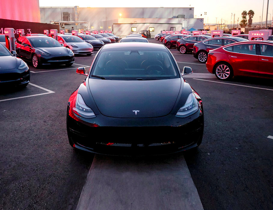 Exemplaire.          La Model 3 de Tesla est une berline familiale à hautes performances et accessible.
