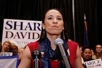Sharice Davids célèbre sa victoire le 6 novembre. La démocrate a battu Kevin Yoder dans la ciconscription de Olathe (Kansas).  ©Colin E. Braley/AP/SIPA