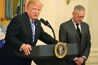 Donald Trump et son secrétaire d'État à la Défense, Jim Mattis. Il a confié à CBS que, sur le rôle de l'Otan, il en « savait plus que lui ».  ©Polaris/SIPA