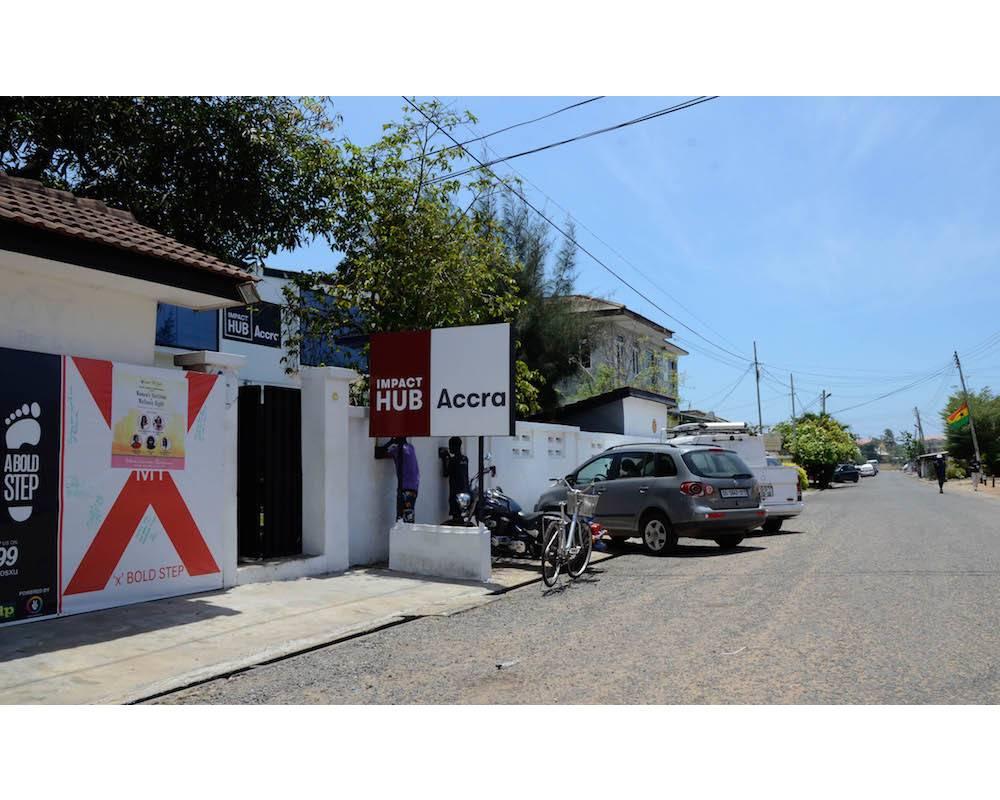 Vue de la devanture de l'espace de coworking Impact Hub à Accra.  ©  Agnès Faivre