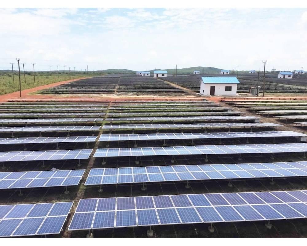 Panneaux solaires de 40 mégawatts à Mangoadze, au Ghana. ©  DR