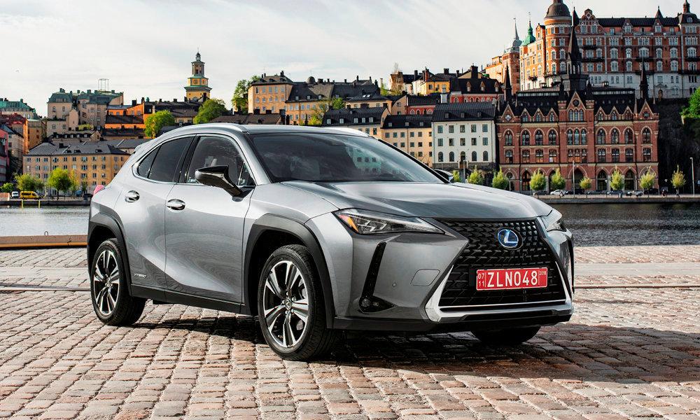 Le Lexus UX se distingue par un style très affirmé.
