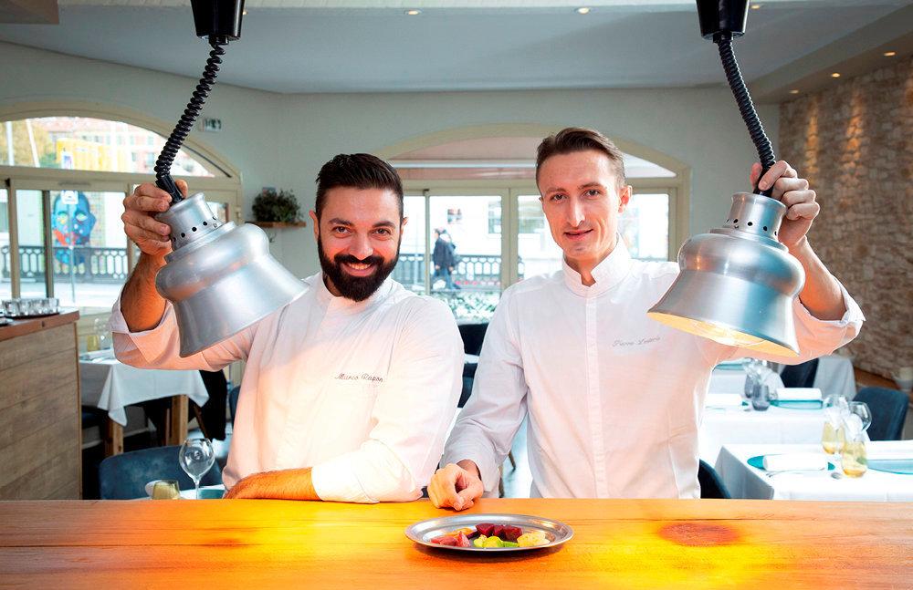 Signature. Dans la cuisine ouverte sur la jolie petite salle de By PM, Marco Raponi et Pierre Lesterle célèbrent le terroir.