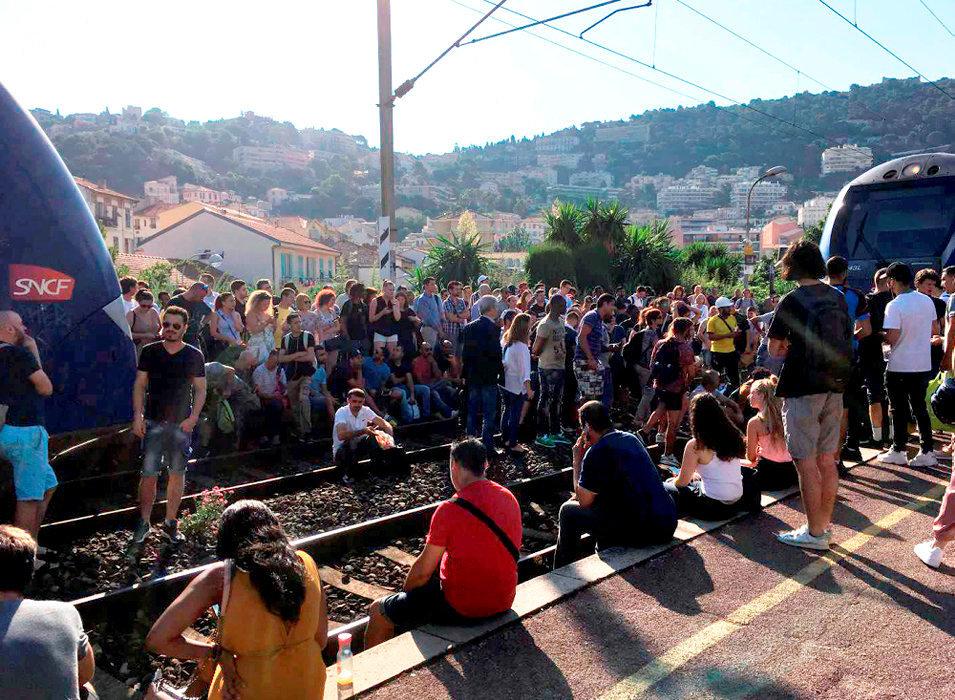 Saturation. Le 13juillet, des usagers en colère ont occupé les voies en gare de Nice-Riquier pour protester contre leurs conditions de circulation.