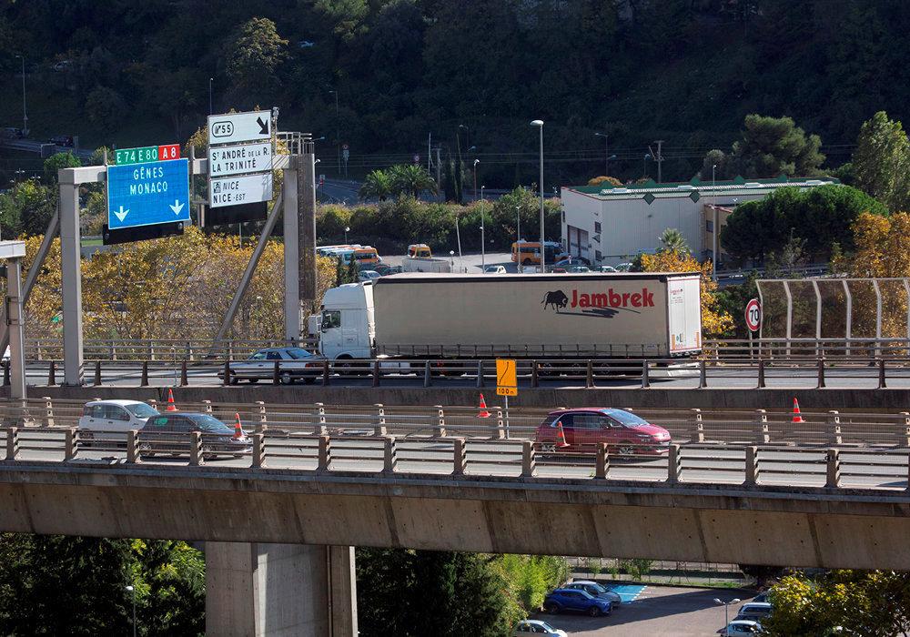 Excès. Chaque année, près de 2,5millions de camions transitent par l'A8.